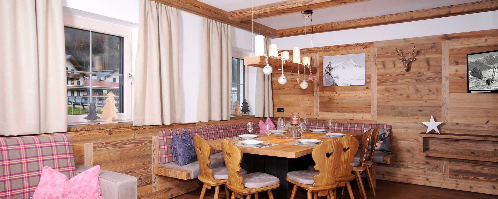 Gemütliche Wohnküche mit großer Essecke